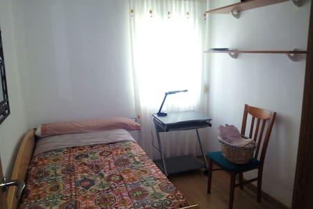 Habitación con huerta, céntrica - Pis