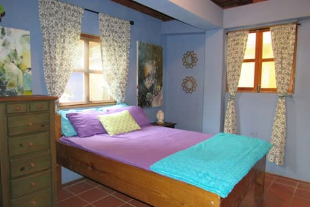 Local Colour Guest House: Private Room & Bathroom - House