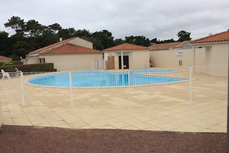 A louer maison de 35m² dans résidence avec piscine - Brem-sur-Mer - Talo