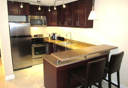Quiet, modern, large 1/1 - Apartament