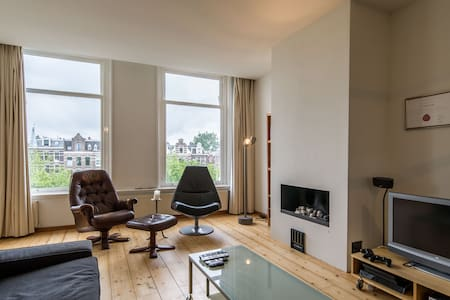 GREAT apt. with canal view! 150 meter from Leidse! - Amsterdam - Appartamento