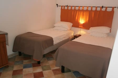 Cosy loft suite in lively town - Saint-Chinian
