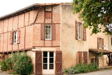 Historic House just 5km from Cordes Sur Ciel - House