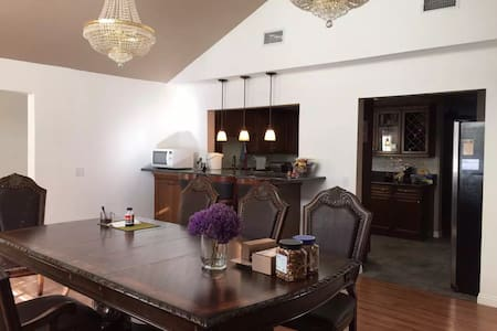 1 bedroom (total 3 bdrooms in Chino hills center) - 一軒家