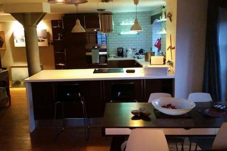 Industrial Lofty Central Apartment - Apartemen