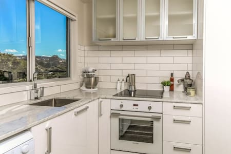 New boutique kingsland apartment walk to Eden Park - Auckland