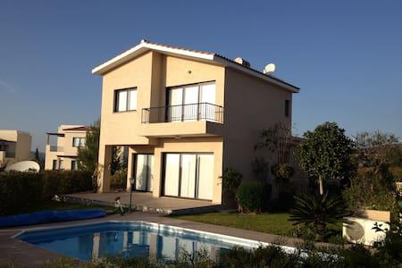 Cozy Villa by Aphrodite Hills (3BR) - Ház