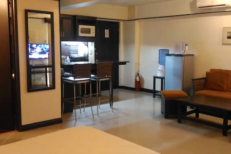 Studio spacious with Kitchen near Airport & Mall - Lapu-Lapu City