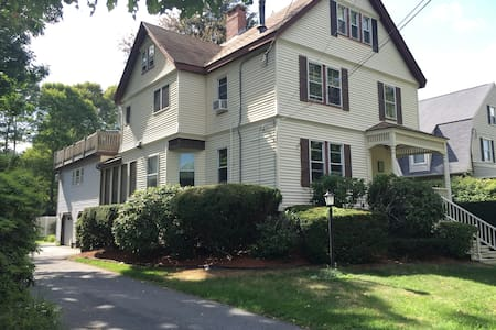 The Spacious & Cozy Gem of Downtown Andover! - Andover - Leilighet