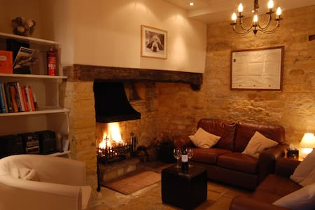 Hainault House, a luxury cottage in the Cotswolds - Rumah