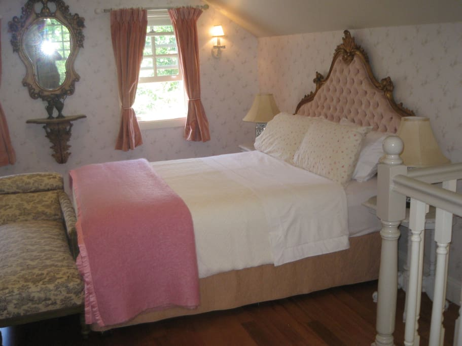 Ideal honeymoon Master bedroom also with own bathroom  extra   single bed can be added for additional charge of $100.00