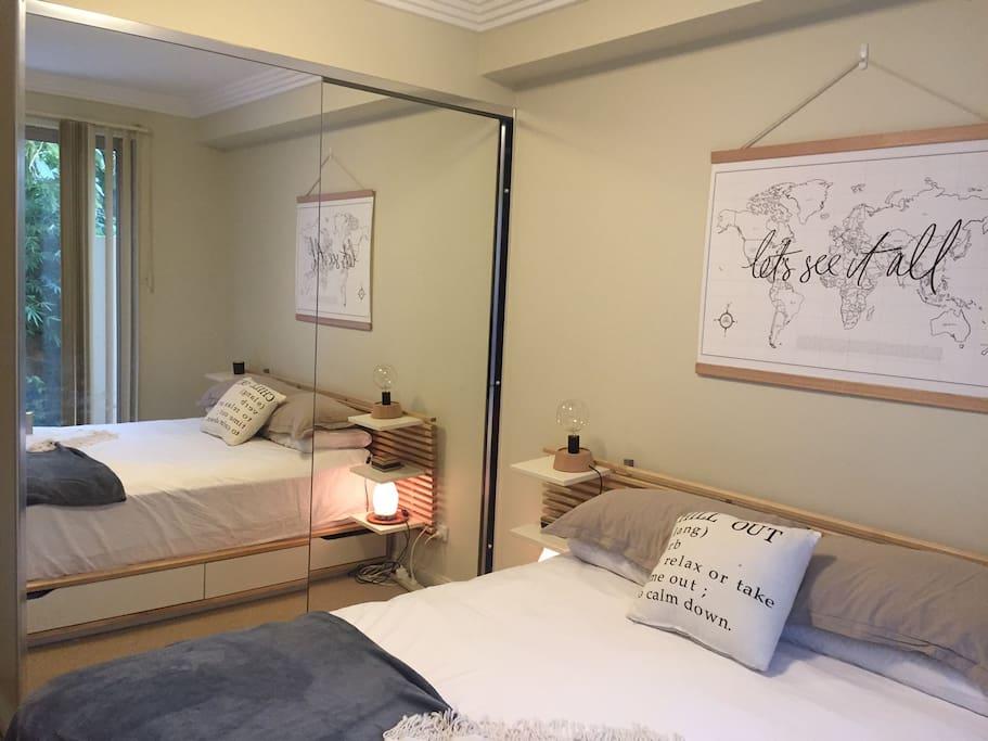 Double door mirrored wardrobe (includes hangers & drawers)