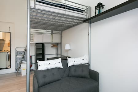 Sunny Peaceful Whole Flat w Parking - Apartment