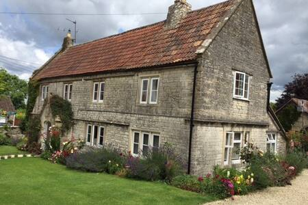 The Farmhouse Wing at Lower Church Farmhouse - Marksbury - Dom