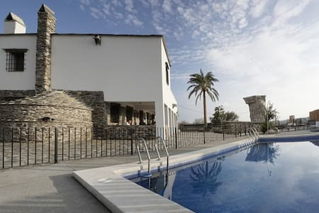 """Rural House """"El Cortijo de Gema"""" - Hus"""