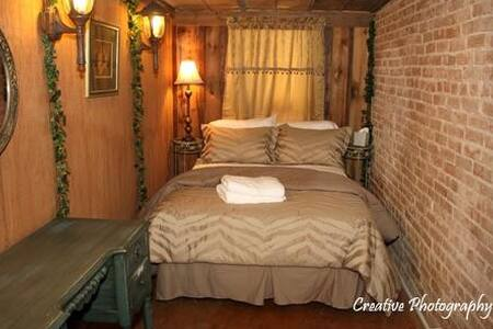 Peach Tree Guest Haus ~  Cottage - Bed & Breakfast
