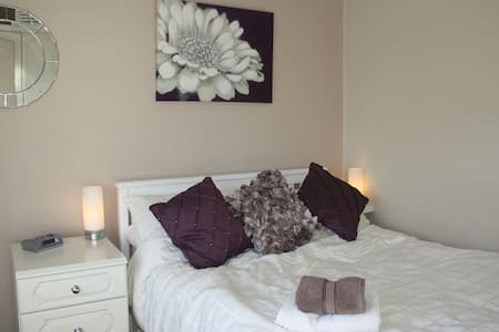 Warm welcome - double bedroom - Wolverhampton