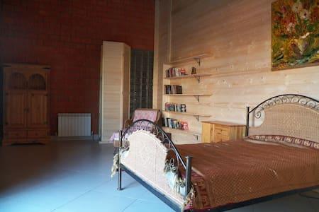 Отдельная комната в тихом гостевом доме - Engels - House