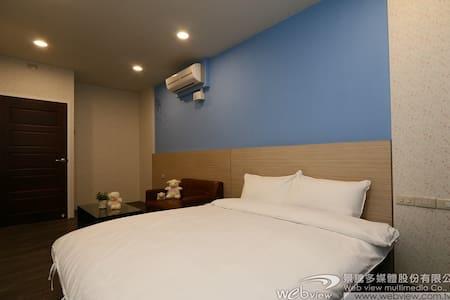 冬山老街平價住宿,雙人雅房(2房共用衛浴) - Dongshan Township