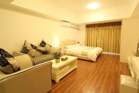 万达广场豪华大床套房 - Foshan - Wohnung