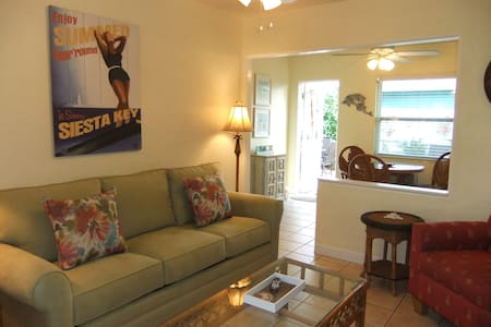 Delightful, cozy Siesta Key Cottage! Ebb Tide #2 - Siesta Key - Квартира
