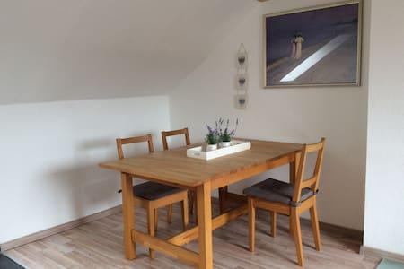 2 Zimmer Dachgeschoss Wohnung - Apartamento