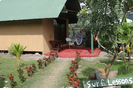 Jaco Beach Bungalow A/C , Surf & Relax - Jacó - Bed & Breakfast