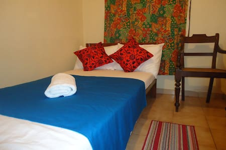 Lady Gordon's Home stay single room with attach BR - Bed & Breakfast