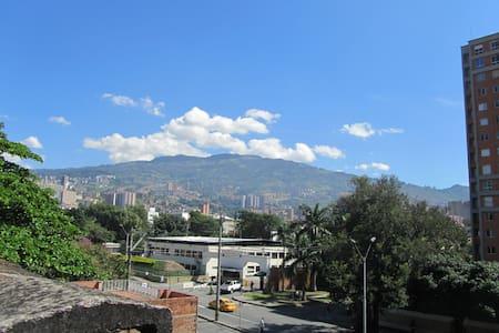 Big double room, close to metro - Medellín - Apartment