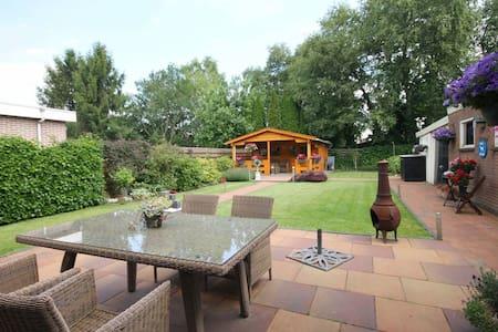 Vrijstaande woning met grote tuin nabij Emmen - Zwartemeer - House