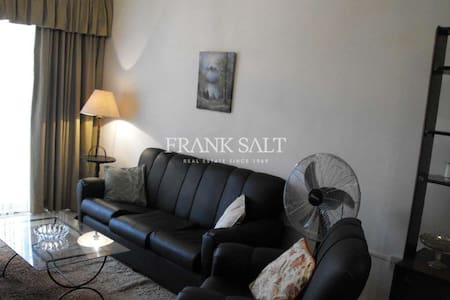 Friendly family stay in Swieqi, for females only - Huoneisto