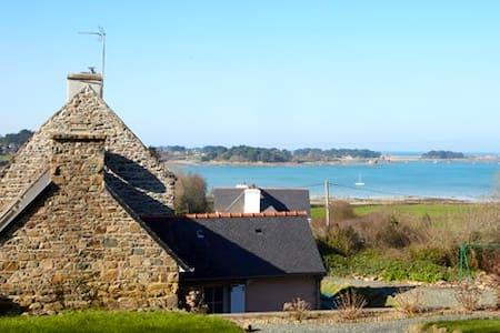 VILLA Gîte bord de mer, proche Perros-Guirec - House