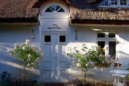 idyllisches Reetdachhaus - Kluis - Casa