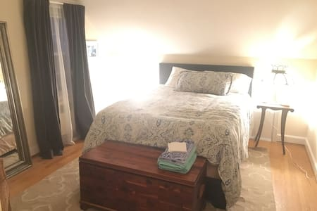 Private Bed & Bath in Cute Cape - West Hartford - Maison