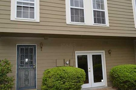 Awesome Townhouse for your getaway - Memphis