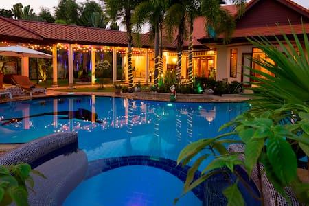 Relaxing Palm Pool Villa & Illuminated Garden. - Pattaya, Banglamung