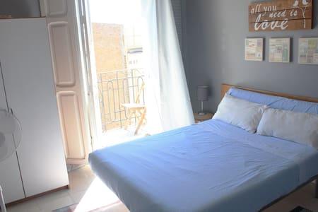 Beautiful shining room in Center of Valencia - Apartamento