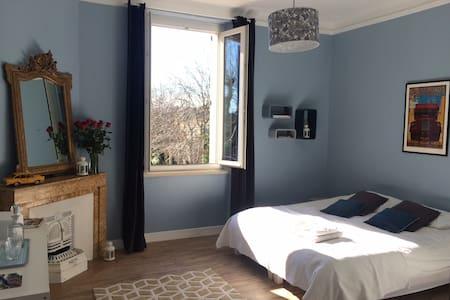 Bedroom in Family House + Pool - Générac