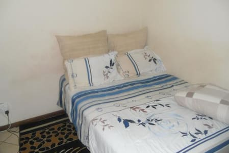1 Room Sharing in a 3 Bedroom Apt - Apartment
