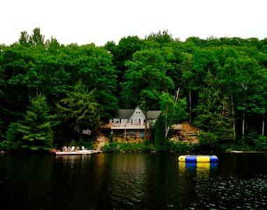 Magnificent Private Cottage; Picturesque Setting - Банкрофт