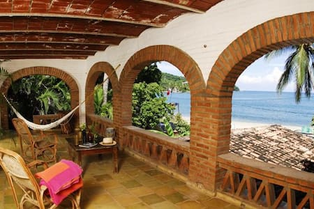 The top 20 bungalows for rent in puerto vallarta airbnb for Casa jardin sayulita