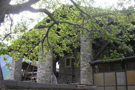 Alloggio nell'antica casa La Tour di Valpelline - Lägenhet