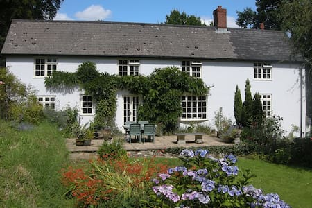 Private Suite in Delightful Devon Farmhouse - Devon - House