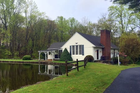 Country Home with pond and views - Boonton Township - Ház