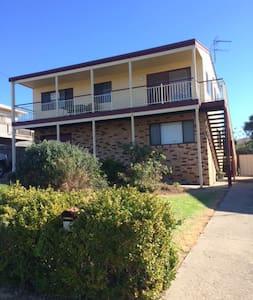 Large 2 Storey Holiday House - Maison