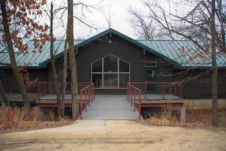 Ash - Pilgrim Heights Camp & Retreat Center - Montour - Pensió