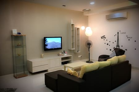 Modern Luxury Holiday Home - 7Room,20Pax (iBook1) - Villa