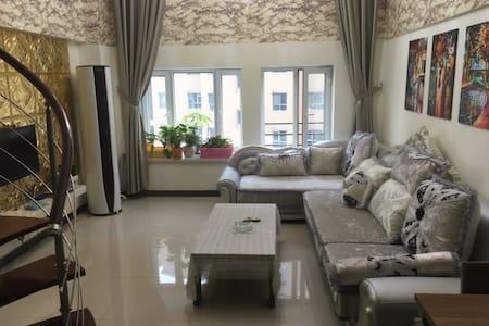 复式公寓楼层高5.4米,这样的房源很难找到,一定记住提前预定哦!欧式 - Flat
