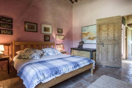 BEAUTIFUL FARM HOUSE with SWIMMING POOL in TUSCANY - Bed & Breakfast