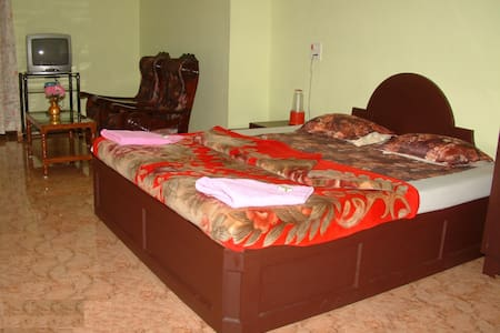 Family Care Home Stay - Munnar - Bed & Breakfast